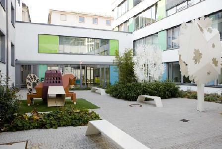 Innenhof im Clementine Kinderhospital (Bild: Bürgerhospital und Clementine Kinderhospital/Quelle: QuintilesIMS)