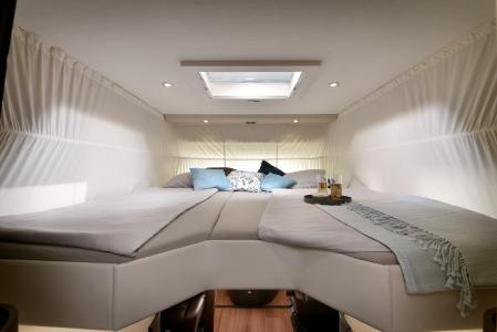 Der neue Carver 791 RL mit Einzelbetten im Hubbett / Bild: Concorde