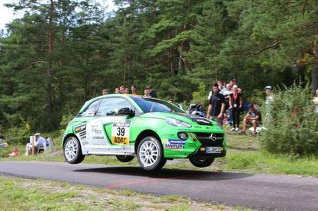 Überflieger: Der erfolgreiche ADAC Opel Rallye Cup startet am 6. März in seine dritte Saison.