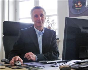 Alexander Herrmann vom gleichnamigen Vertriebsbüro in München koordiniert die Vertriebskooperation der Aurora-Verlage