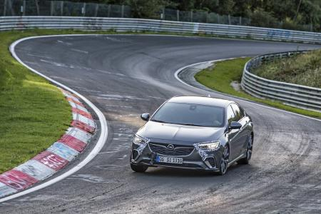 """In seinem Revier: Der neue Opel Insignia GSi zeigt auf der Nürburgring-Nordschleife, der berüchtigten """"Grünen Hölle"""", was in ihm steckt"""