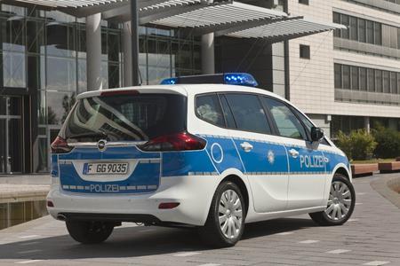 Opel Zafira Tourer-Streifenwagen. Hochmoderne Computer- und Funkausstattung an Bord: Der interaktive Opel Zafira Tourer macht den Polizeieinsatz effektiver, schneller und sicherer. Foto Adam Opel AG