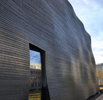 Die vorgehängte hinterlüftete Fassade verbindet Wärmeschutz und Architektur