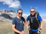 Markus Mann und DeSH-Hauptgeschäftsführer Lars Schmidt vor dem Wildhorn Gletscher
