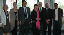 (v.l.n.r.): Corinne Ghorbani (India Study Centre), Dr. Heike Tauerschmidt, (International Office), Dekan Dr. Shripathi Rao, Rektorin Prof. Dr. Karin Luckey, Prof. Dr. Hans G. Jansen (India Study Centre), Konrektor Dr. Vinod Bhat und Dr. Satyamoorthy (Leiter des MLSC)