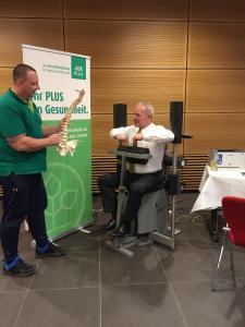 Rückenscreening mit dem Experten Herrn Ulbricht und Elbresidenz-Mitarbeiter Peter Eichler | Foto: © Toskanaworld