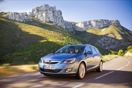 Der Opel Astra Sports Tourer ist ein Siegertyp. Bereits kurz nach seiner Markteinführung hat er im ersten Quartal des Jahres 2011 sowohl in Deutschland als auch in Europa die Führung im Segment der kompakten Kombis übernommen. Zusammen mit dem Astra-Fünftürer steigen die Registrierungen der Astra-Modellfamilie in Deutschland im Vergleich zum ersten Quartal 2010 um 25,2 Prozent, in Europa um 9 Prozent