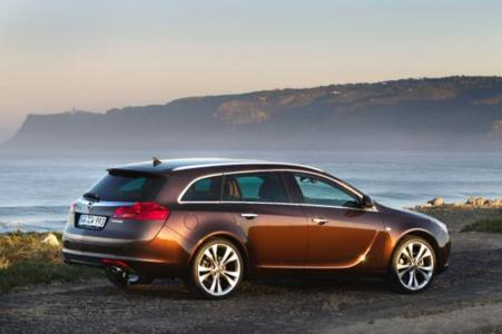 Der Opel Insignia beweist Langzeitqualitäten: laut aktuellem Gebrauchtwagenreport der GTÜ ist er das qualitativ beste Auto bei den Gebrauchten mit einem Alter von ein bis drei Jahren und belegt ebenfalls den ersten Platz in der Kategorie der vier und fünf Jahre alten Mittelklassewagen