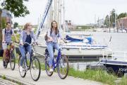 Von Glückstadt aus starten 10 ausgeschilderte Radtouren in die Region, auf denen Radreisende jede Menge über die Stadt, die Kulturlandschaft und natürlich den Glückstädter Matjes erfahren.