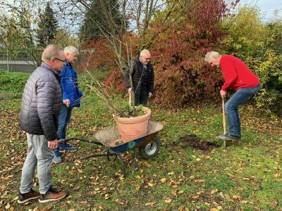 23.11.2019 Erste Baumpflanzung von Gründungsmitgliedern im Reisemobilhafen Wiesbaden Foto WOHNmobil für Klimaschutz