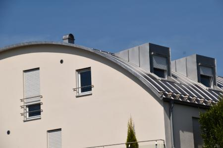 Das Runddach oder Tonnendach – im Bereich von Wohnimmobilien immer noch ein Exot.