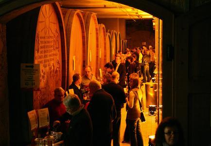Gute Mine machen konnten sowohl Kellermeister Thomas Hirt (links) wie Geschäftsführer Siegbert Ortlieb über den regen Zuspruch bei der Ehrenkircher Weindegustation, sowie insbesondere über die ausgezeichneten Fassproben des Jahrgangs 2009