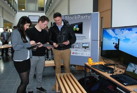 """Gemeinsam neue architektonische Welten bauen: Das Team """"BlockParty"""" präsentierte auf der Informatik-Messe seinen Beitrag zum 26. European Media Art Festival Osnabrück"""