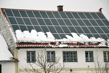 Guter Vorsatz: Dem nächsten Winter mit Energieeinsparungen durch die Nutzung der Sonnenkraft trotzen