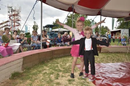 Hat seinen Urcharakter als gemütliches und zünftiges Traditionsfest für die ganze Familie bewahrt: das Straubinger Gäubodenvolksfest, das heuer vom 11. bis 21. August stattfindet. Foto: Fotowerbung Bernhard