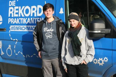 Die beiden Rekordpraktikanten Charly und Marvin auf ihrem Trip im Kammergebiet bei der Brauerei zum Klosterhof in Heidelberg / Bildquelle: Handwerkskammer