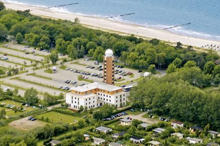 Die Jugendherberge in Warnemünde in direkter Strandlage / Foto: Rausch