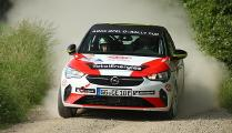 Opel Corsa e-Rally in der Besetzung Reiter/Meter in voller Fahrt bei der Rallye Stemweder Berg 2021