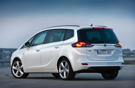 """Das unabhängige Umweltinstitut """"ÖKOTREND"""" und die Zeitschrift """"AUTO TEST"""" haben den Zafira Tourer 1.6 CNG Turbo ecoFLEX zum umweltfreundlichsten Auto seiner Klasse erklärt"""