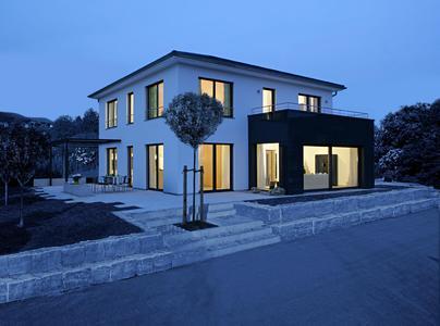 moderne stadtvilla mit kologischer fassadend mmung inthermo gmbh pressemitteilung. Black Bedroom Furniture Sets. Home Design Ideas