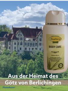Aloe Vera Gold Bodycare vor der Burg des Ritters Götz von Berlichingen