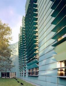 Kupfer wird in der Gegenwartsarchitektur auch gerne für hochwertige Gebäude mit einem besonderen Charakter eingesetzt wie hier für die Nordischen Botschaften in Berlin