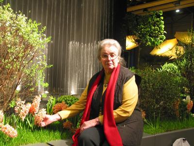 """Eine treue Stammbesucherin der Blumenschau in Oldenburg ist seit vielen Jahren Frau Anne-Grete Schröder aus Elsfleth. Auch die diesjährige Schau zum Thema """"900 Jahre Namensgebung Oldenburg"""" erfreute die sympathische Dame"""