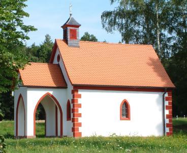 Die kleine Kapelle wird durch ihre historisch getreue Eindeckung für viele Generationen erhalten.