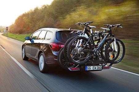 Erhöhte Tragkraft: Das FlexFix-System im Opel Astra trägt bis zu vier Fahrräder mit einem Gesamtgewicht von 80 Kilogramm