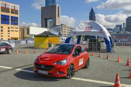 """Geschicklichkeit und Können gefragt: Opel ist Partner des Wettbewerbs """"Deutschlands beste Autofahrer"""". Die ersten Qualifikationsrunden in Opel-Fahrzeugen finden bereits auf der IAA statt"""