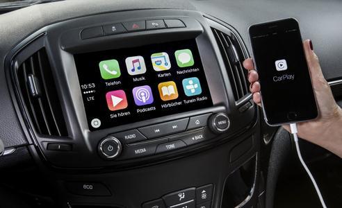 Clever: Das Navi 900 IntelliLink der jüngsten Generation holt die eigene Smartphone-Welt via Apple CarPlay schnell und umfassend in den Opel Insignia. Foto Adam Opel AG