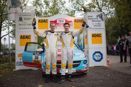 Siegerpose: Emil Bergkvist wird im kommenden Jahr im 190 PS starken Werks-Opel ADAM R2 starten