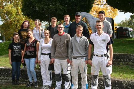 Gruppenbild der Teilnehmer des PLW-Landesentscheid der Maler und Lackierer vor der Bildungsakademie Mannheim / Quelle: Handwerkskammer