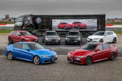 Beim Alfa Romeo Driving Academy Event sind Modelle der jüngsten Generation des Automobilherstellers vertreten. Seit 2014 fertigt Pirelli maßgeschneiderte Reifen für die Erstausrüstung zahlreicher Alfa Romeo Fahrzeuge, darunter Modelle der Produktfamilie P Zero