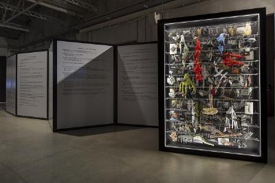 Die Installationen The Dream Machine is Asleep (l.) und Diary no.2 (I-Animal) von Eva Kot'átková im Pirelli HangarBicocca