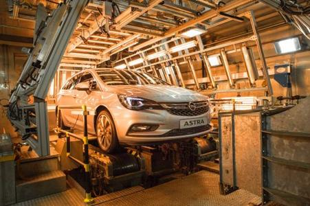 60 degrees Celsius in the winter: The new Opel Astra Sports Tourer has to demonstrate that it can withstand extreme heat in the climatic chamber
