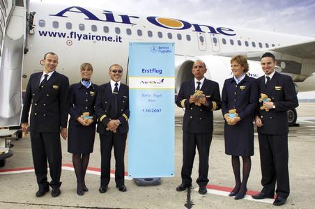 Die italienische Airline Air One fliegt seit dem 1. Oktober 2007 einmal täglich von Berlin-Tegel nach Rom