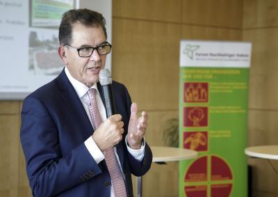 Bundesentwicklungsminister Dr. Gerd Müller auf der Mitgliederversammlung des Forum Nachhaltiger Kakao