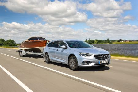 Gespannfahren, aber sicher: Das Anhänger-Stabilitätsprogramm des neuen Opel Insignia hilft dabei, kritischen Pendelbewegungen vorzubeugen und Auto sowie Hänger stabil zu halten
