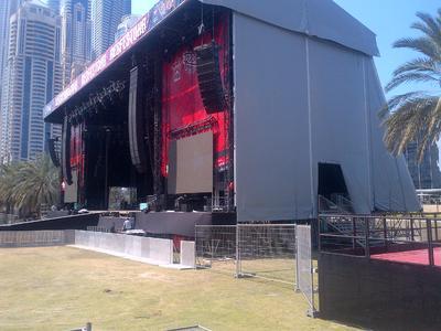 Die Stageco-Bühne steht. Die Show kann beginnen