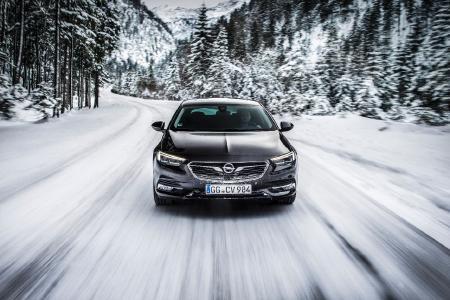 Keine Angst vor Winterkälte: Der neue Opel Insignia Grand Sport ist gespickt mit ausgeklügelten Antifrostsystemen – bis hin zur beheizbaren Windschutzscheibe.