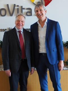 Prof. Dr. Karl Heinz Brisch (links) und Andreas Schöfbeck, Vorstand der BKK ProVita, (rechts) vor der Sitzung des wissenschaftlichen Beirats