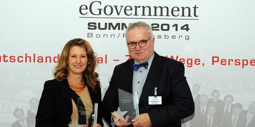 Die Preisträger Heike Raab und Hans-Henning Lühr freuen sich über die Auszeichnung von eGovernment Computing (Foto: VMB)