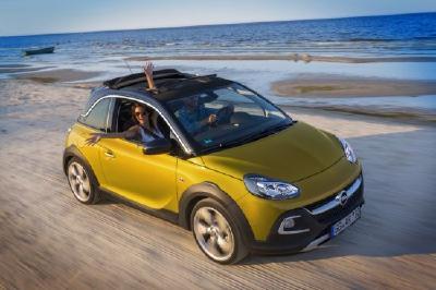 Da macht das Autofahren gleich nochmal so viel Spaß: Mit dem Opel ADAM ROCKS und dem günstigen Tarif der Opel Autoversicherungs-Flat
