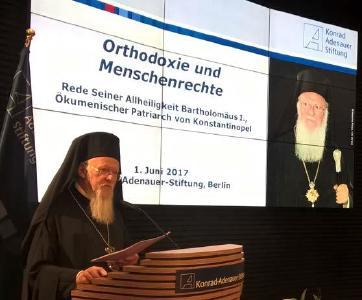 Patriarch Bartholomeos I. bei seiner Rede in Berlin / © Foto: Dietmar Päschel/APD