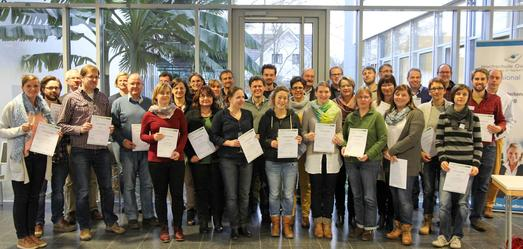Auf dem Campus Haste der Hochschule Osnabrück erhielten die Landschaftsarchitektinnen und -architekten des inzwischen vierten Weiterbildungsjahrgangs ihre Zertifikate. Den Tagungsablauf vor Ort organisierte die Professional School