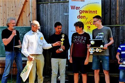 """Das Kreativ-Team  """"Happy Landing"""" aus Pinneberg bei der Siegerehrung in Glückburg"""