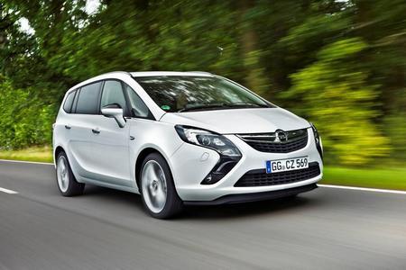 Kurz nach dem Verkaufsstart zu Beginn des nächsten Jahres bietet Opel den neuen Zafira Tourer auch als besonders CO2-armes ecoFLEX-Modell an. Serienmäßig mit Start/Stop-System und einem umfassenden Paket an ecoFLEX-Technologien ausgerüstet, emittiert der neue Opel Zafira Tourer 2.0 CDTI ecoFLEX lediglich 119 Gramm CO2 pro Kilometer