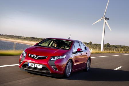 Opel auf der IAA: Seine Deutschlandpremiere feiert der Opel Ampera auf der 64. Internationalen Automobil-Ausstellung in Frankfurt am Main (15. bis 25. September). Das erste europäische voll alltagstaugliche Elektrofahrzeug kommt noch in diesem Jahr in den Verkauf