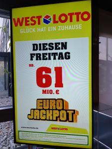 Der Eurojackpot wächst und wächst. Wer sein Glück probieren möchte, kann bis Freitag seinen Tipp unter www.eurojackpot.de oder in einer der über 20.000 Lotto-Annahmestellen im Bundesgebiet abgeben